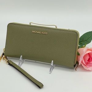Michael Kors LG Continental Wallet Wristlet Thyme